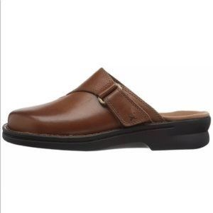 Clarks Womens Patty Nell Dark Tan Leather Mules
